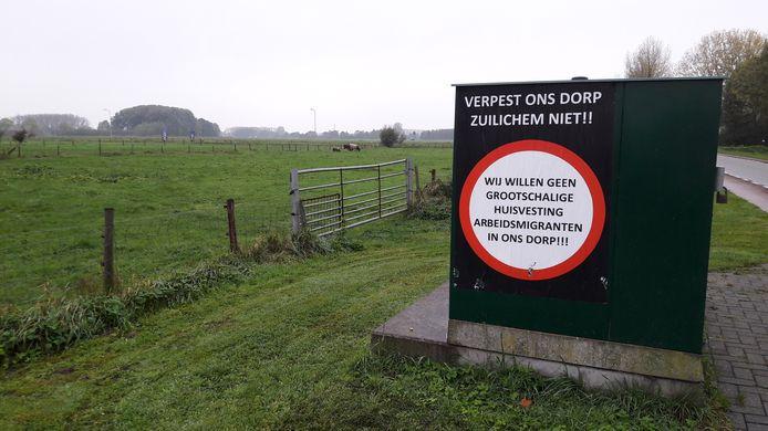 Protest in Zuilichem in 2017 toen bekend werd dat er aan de rand van het dorp een grootschalige huisvesting van arbeidsmigranten zou komen.
