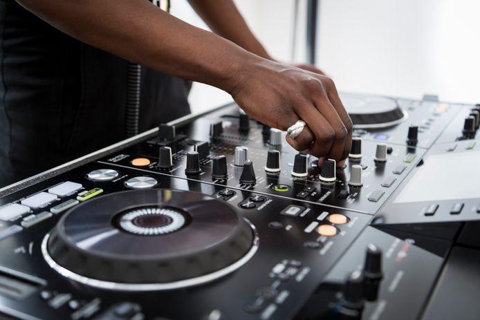 """Le concours """"NRJ Talent"""" est ouvert jusqu'au 14 mars prochain. À la clef: une résidence dans l'émission club de référence, """"NRJ Extravadance""""."""