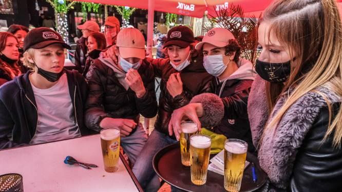 """Café 56 en Bar Luxe verhogen prijs voor pintje naar 2,50 euro: """"Overal dezelfde prijs nu in de uitgaansbuurt"""""""