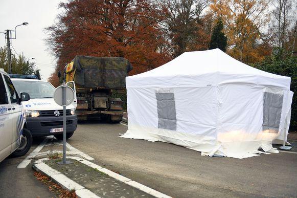 In Haacht belandde een 74-jarige wielertoerist onder de wielen van een vrachtwagen toen die rechts afsloeg.