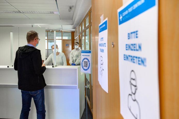 Het recent geopende testcentrum in Suderwick is bedoeld om grensbewoners snel van een in Duitsland benodigde sneltest te voorzien.