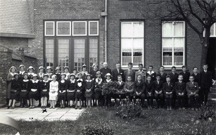 Plechtige communnie in Alphen 1937.
