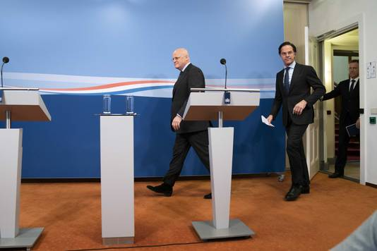 Demissionair premier Mark Rutte en demissionair minister Ferd Grapperhaus (Veiligheid en Justitie) reageren op het oordeel van de rechtbank in Den Haag dat de avondklok per direct moet worden opgeheven.