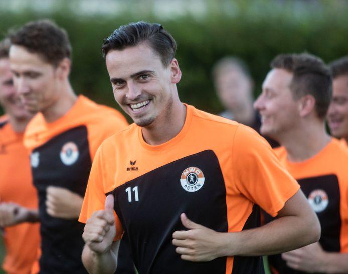 Arne van Geffen keert komend seizoen terug bij NWC, de middenvelder komt over van SV Deurne.