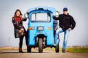 Pepijn en zijn vrouw verhuren tuktuks in Strijen.