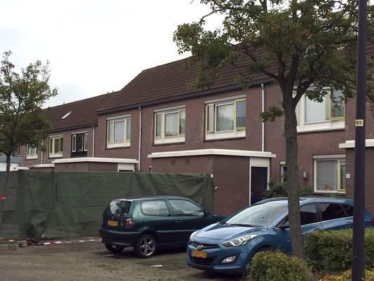 In het schuurtje bij dit huis aan de Schelde in Heerhugowaard werd de eerste baby gevonden.
