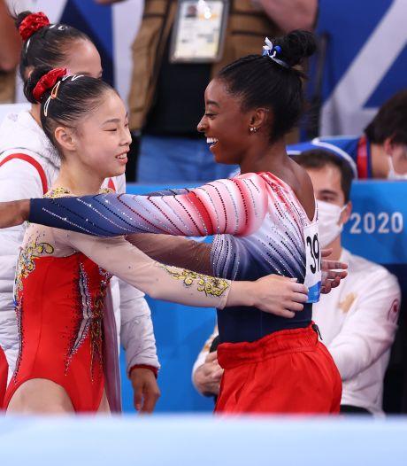 Simone Biles pakt brons bij comeback, goud voor 16-jarige Guan Chenchen