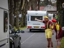 Caravankaravaan strijkt neer op campings in het Vechtdal: 'Lachende mensen, blije kinderstemmen, maar denk aan corona!'