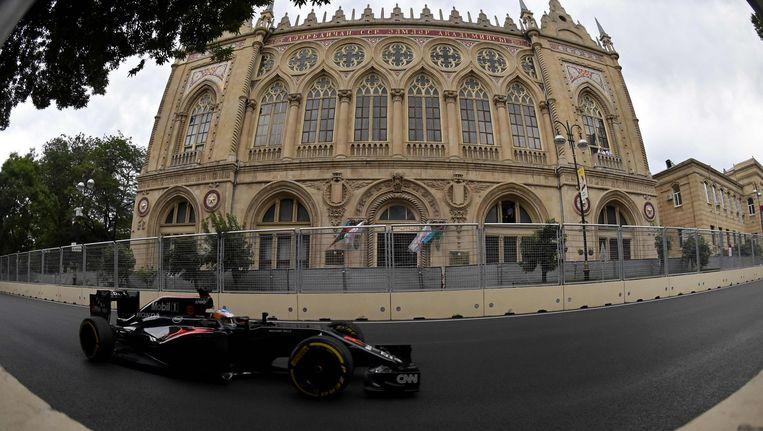 Fernando Alonso van McLaren tijdens een trainingsronde in Bakoe, Azerbeidzjan. Beeld afp