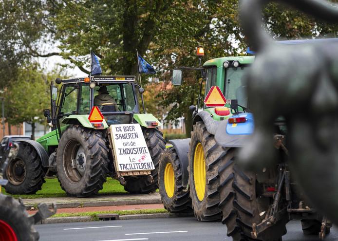 11 oktober: Brabantse boeren verzamelen zich bij het provinciehuis, waar de Provinciale Staten debatteren over de aanpak van stikstof. De ZLTO heeft boeren opgeroepen massaal bij het debat aanwezig te zijn.