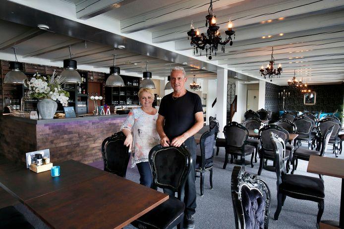 Marco en Gerda Kruger in het restaurantgedeelte van Hotel aan de Linge.