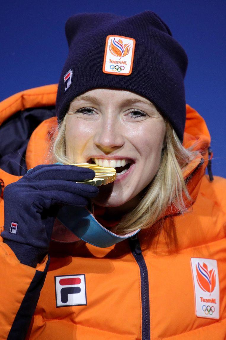 Carlijn Achtereekte zet haar tanden in de gouden medaille voor de 3 km. Beeld getty