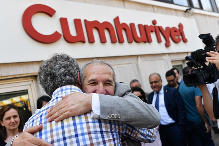 Akin Atalay, de uitgever van Cumhuriyet kwam vandaag op borgtocht vrij. Beeld AFP