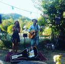Tryntsje en haar man Freerk tijdens een optreden op hun vakantie.