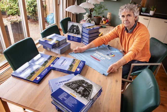 Marcel Klaassen met Jumboboeken over Nijmegen Mijn stad, editie VierdaagsE