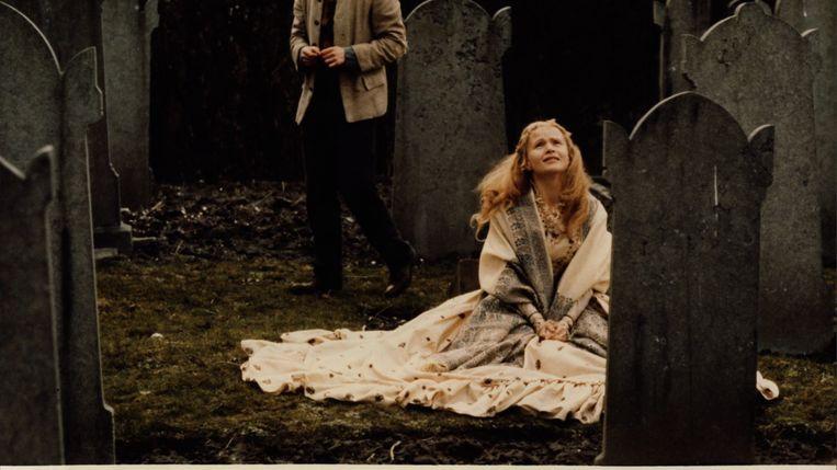 Hedwig (Renée Soutendijk) in Van de koele meren des doods (1982). Beeld