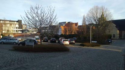 Gasthuisparking krijgt met 'Gasthuisplein' officiële naam, al klagen 300 mensen wel over de slechte staat