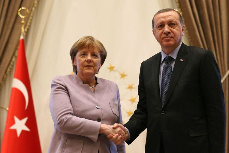 Merkel en Erdogan tijdens Merkels bezoek aan Ankara op 2 februari. Beeld AP