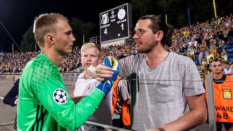Jasper Cillessen bedankt de Ajax-supporters na zijn laatste wedstrijd voor de Amsterdammers. Beeld anp