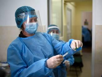 OVERZICHT. Ziekenhuisopnames nemen toe met 20 procent. Aantal besmettingen blijft stijgen, maar minder snel