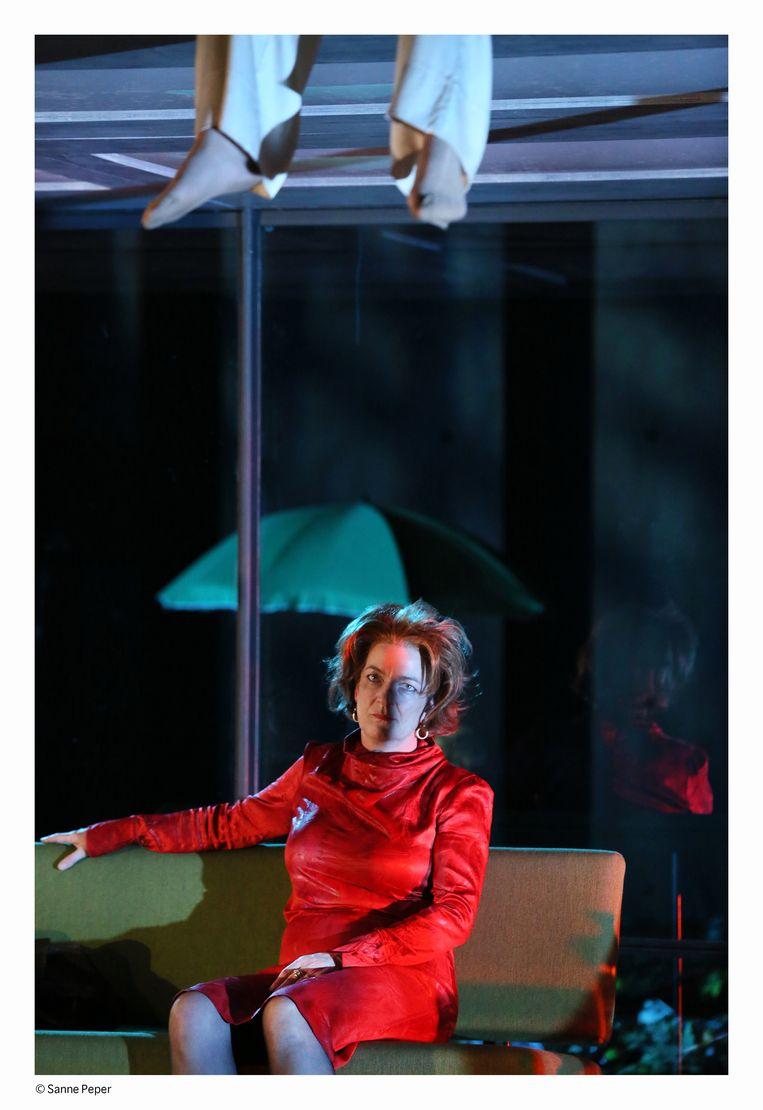 Malou Gorter als Agnes in In wankel evenwicht. Beeld Sanne Peper
