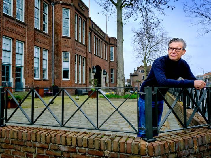 In Het Reeland wordt het schoolgebouw bewoond en vlogen de Dordtse kontjes over de toonbank