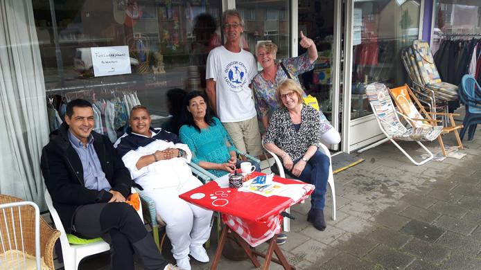 De vrijwilligers van de Doorgeefwinkel moesten lang wachten op de eerste wandelaars