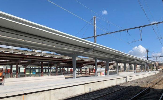 De perronsporen zes en zeven van station Hasselt hebben intussen een volledig nieuwe look gekregen.