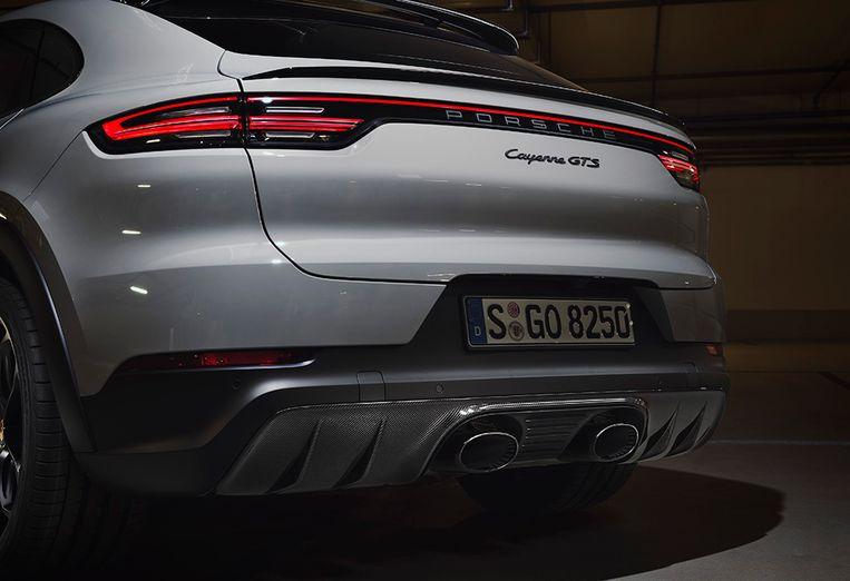 De uitlaatpijpen van de nieuwe Porsche Cayenne Coupé GTS