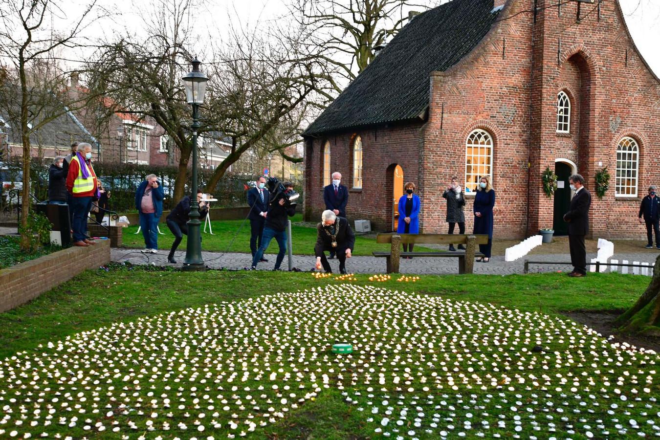Voor iedere Brabantse coronadode een kaarsje: 2874 in totaal.