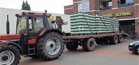 Bier voor de laatste keer in de aanbieding: Drentse jongens halen 490 kratten op met tractor