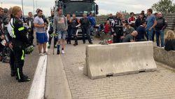 """Motorrijders brengen hulde aan verongelukte Glen Declerck (30): """"Betonblokken langs de weg zijn levensgevaarlijk"""""""