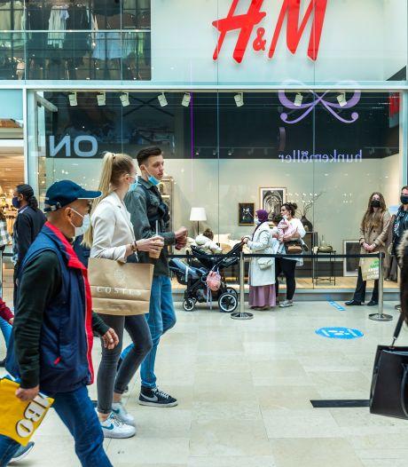 Meterslange rijen voor winkels in Hoog Catharijne: 'Yes, ze zijn open'