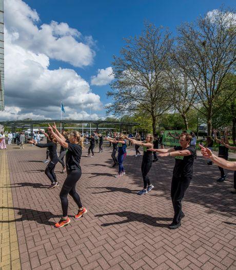 Een flashmob voor het Ziekenhuis Rivierenland: 'Ons applaus was die flashmob'