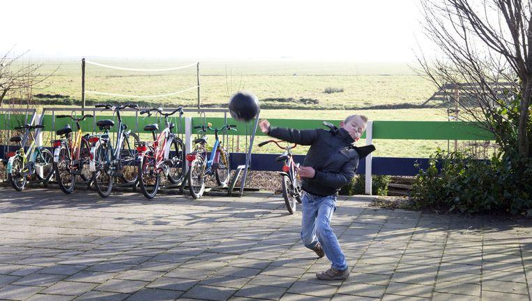 Archieffoto. Een van de scholieren van Mids de Marren. De Friese school kwam in 2011 in het nieuws omdat deze ondanks het geringe aantal leerlingen mocht openblijven. Beeld ANP