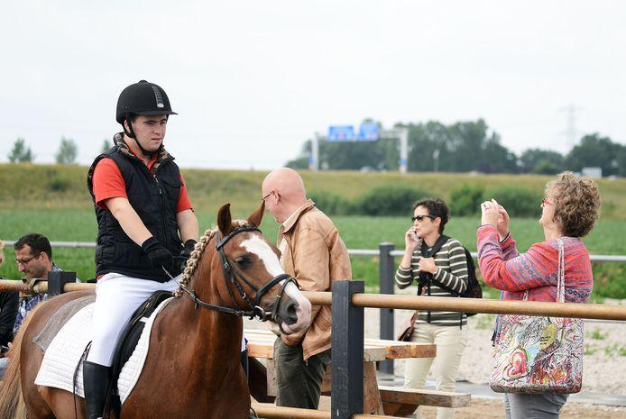 Ruiters met een geestelijke beperking namen het in 2015  bij manege Prinsenbankhoeve in Leur tegen elkaar op.