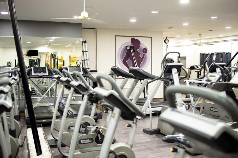 De zaal met de loopbanden van het Lady Fitness Palace. Beeld Tine Schoemaker