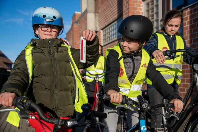 Alle schoolkinderen van Dendermonde krijgen een chip. Daarmee kan bijgehouden worden hoeveel keer ze met de fiets naar school komen. Zo kunnen ze punten sparen.