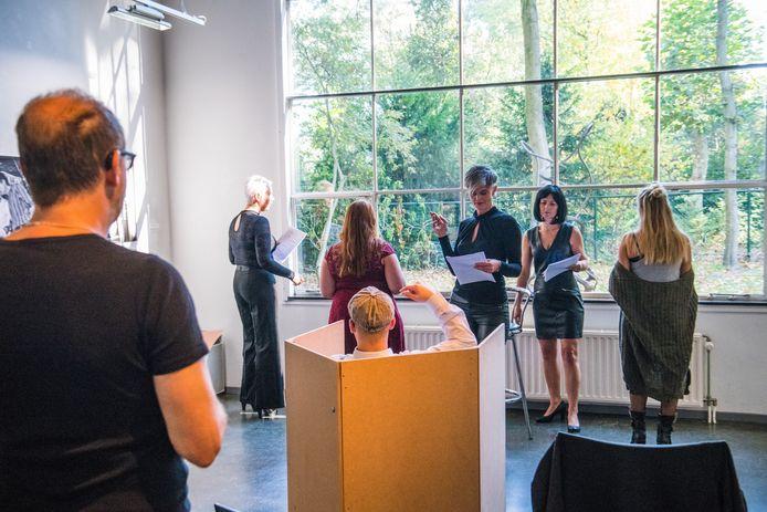 Repetitie van theatergroep die in de Wieger première heeft met voorstelling (s)exposure