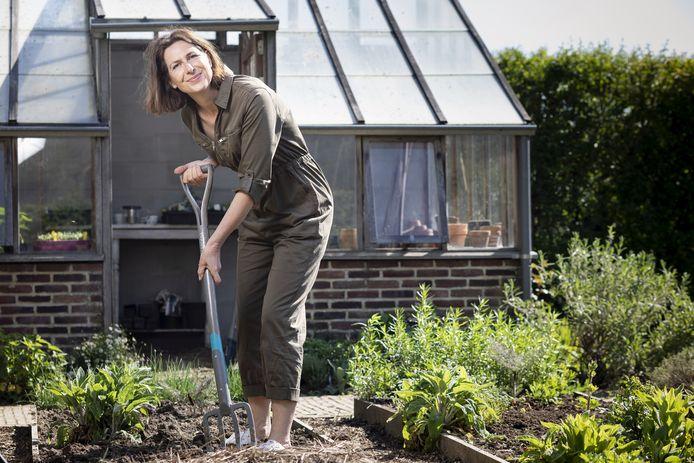 """Tuinexperte Laurence Machiels: """"Geen tuin? Gelukkig kun je zowat alle groenten in pot kweken."""""""