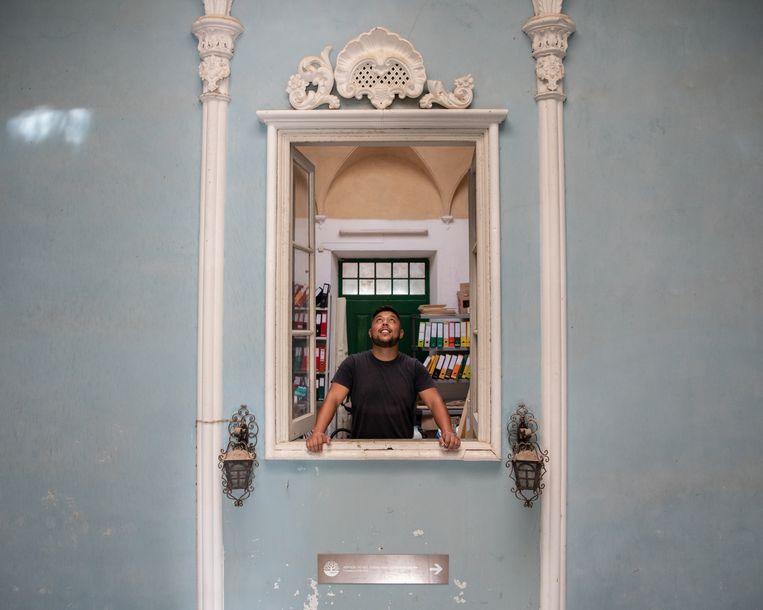 Benjamim Barão is bemiddelaar tussen de Roma, waartoe hij zelf ook behoort, en de lokale overheid. Beeld Gonçalo Fonseca