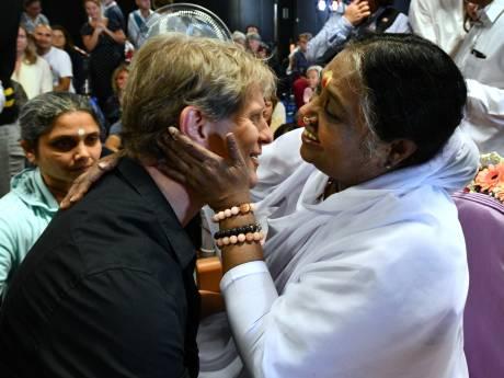 10.000 mensen naar Houten voor een knuffel van de Indiase Amma