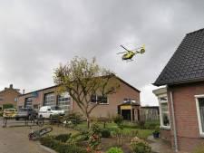 Ambulances, traumaheli en politie naar Rhenen voor onwelwording: patiënt gered