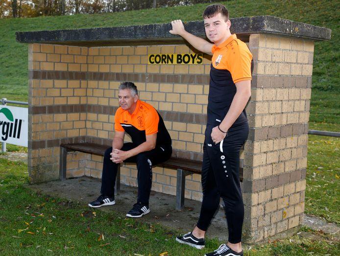 John Moes zittend in de dugout van Corn Boys.