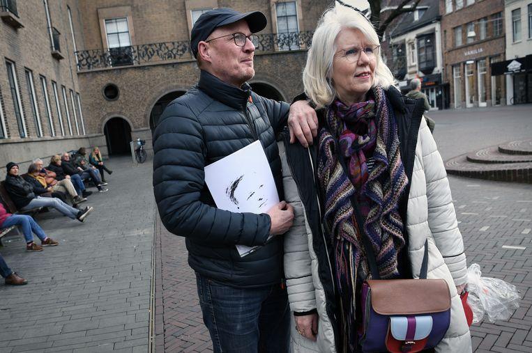 Steunbetuigers aan Pieter Omtzigt in Enschede. Beeld Marcel van den Bergh / de Volkskrant