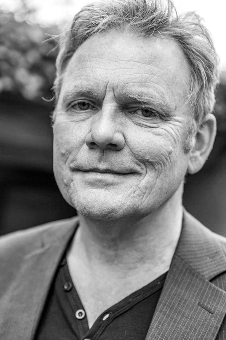 Ralf Bodelier is filosoof en journalist en schrijft als columnist en essayist voor onder meer Het Financieele Dagblad en De Groene Amsterdammer. Beeld