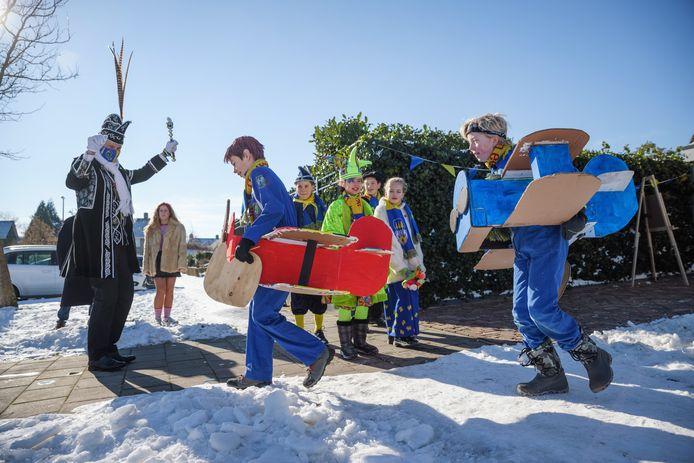 In Puitenol was deze carnaval een 'omgekeerde jeugdoptocht'. Prins Geert kwam dit jaar met het jeugdviertal op bezoek. Kinderen waren opgeroepen de voortuinen te versieren of een act te doen, en carnavalsmuziek op te zetten.