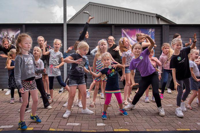 Natuurlijk wordt er veel gedanst tijdens de kindervakantiedansweek.