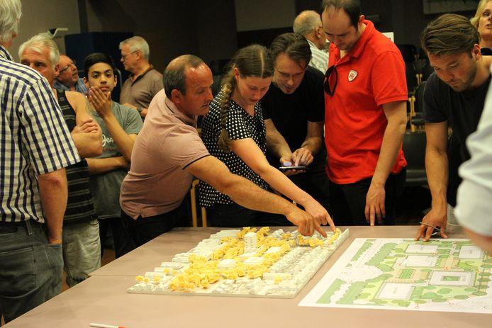 Er was veel belangstelling voor het bouwplan aan De Schimmerik.