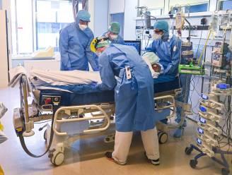 OVERZICHT. Aantal dagelijkse ziekenhuisopnames blijft dalen